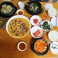 午餐:烤肉鍋、石鍋拌飯、嫩豆腐鍋,還有唯一拍呷的綠豆什錦煎餅