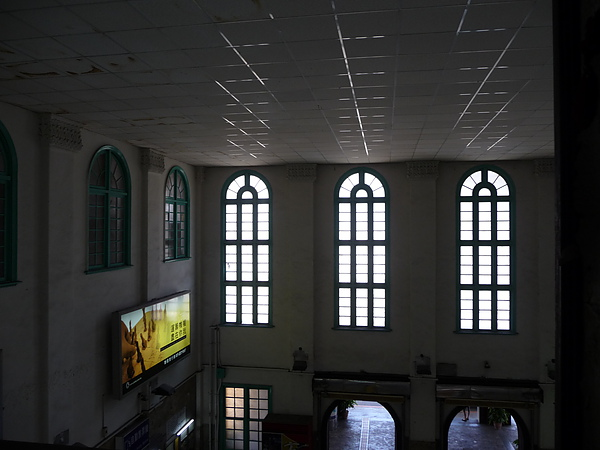 火車站大廳窗戶