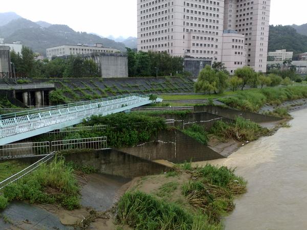 颱風天的景美溪(一)