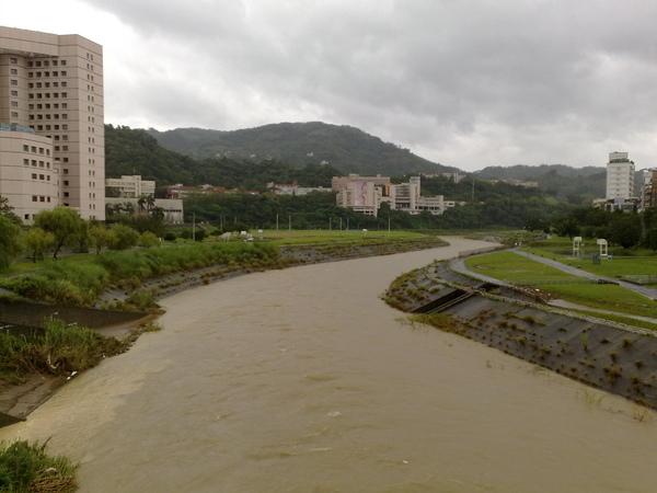 颱風天的景美溪(二)
