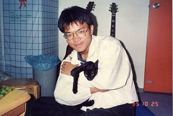 大二上同學的室友的黑貓