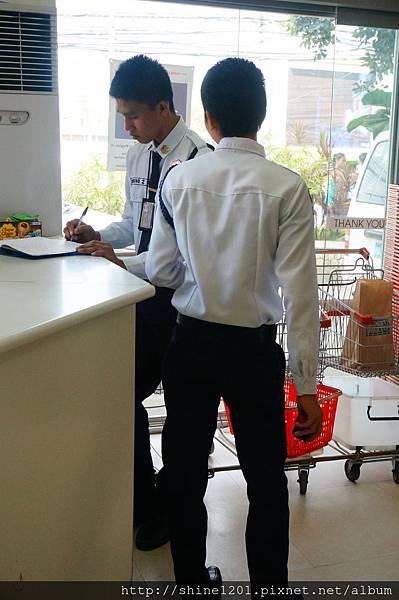 長灘島警察PULICE(西班牙發音)
