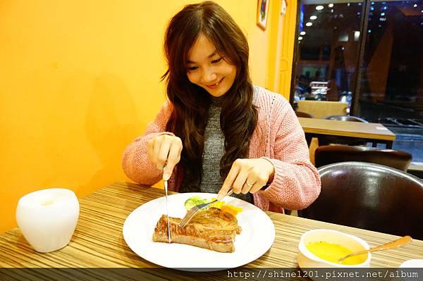 【板橋府中站餐廳】花園廚房牛排義式料理.用原味給你健康好味道