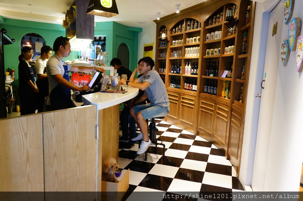 【新莊美食 餐酒館】Sipping Café Bistro.新莊下午茶&女孩風酒吧異國料理