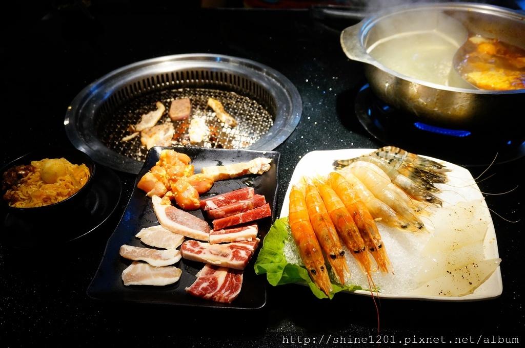 西門町美食.燒肉吃到飽 瓦崎燒烤火鍋  火烤兩吃