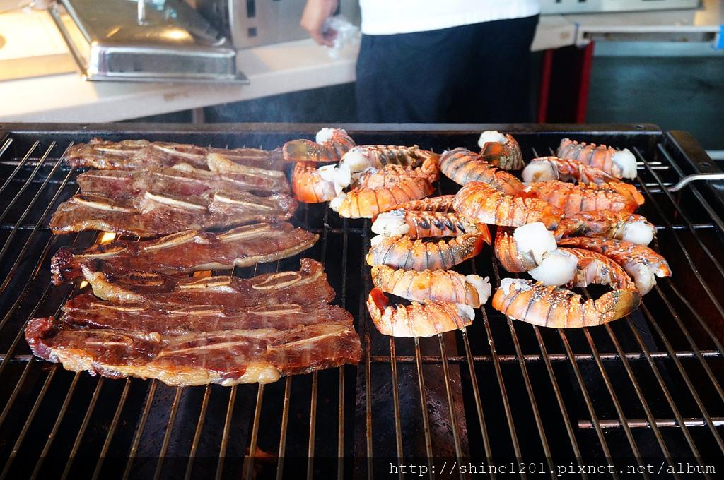 希爾頓大飯店|關島晚餐秀.龍蝦吃到飽