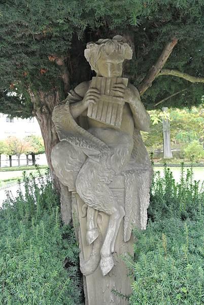 雕像1.JPG
