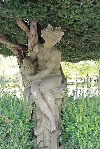 雕像2.JPG
