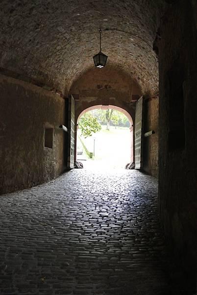穿越城門.JPG