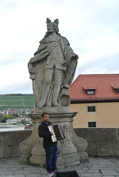 雕像1( Pipinus  法蘭克國王).JPG