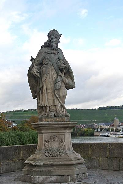 雕像5( Charle Magne  查理曼皇帝).JPG