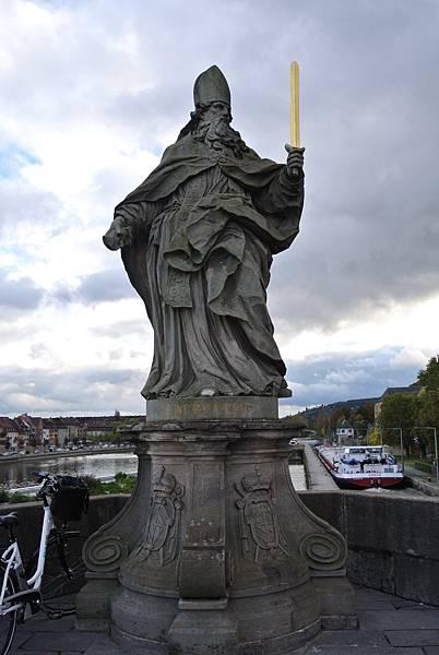 雕像6(S.Burkardus 布克哈德主教).JPG