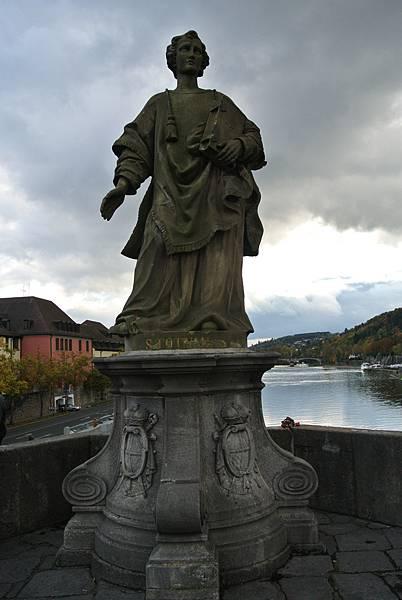 雕像12(St. Totnan 聖托納).JPG