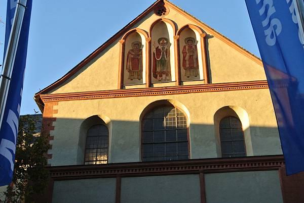 新教堂的彩繪玻璃.JPG