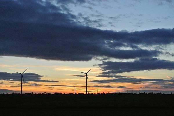 夕陽下的風車.JPG