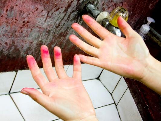 便當拜月老拜到痛哭流涕還雙手沾血