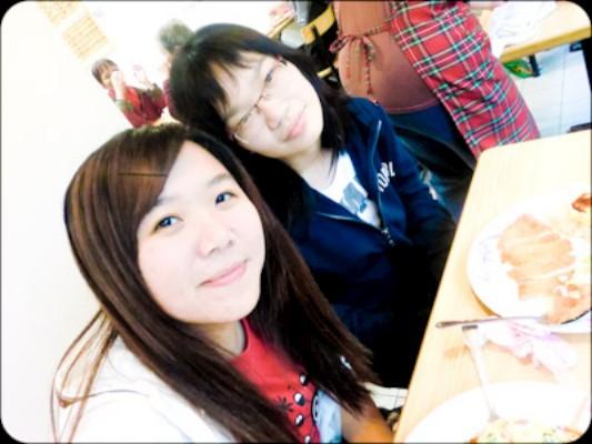期中考期間我和沈萱美眉共度了早餐和午餐喔:)