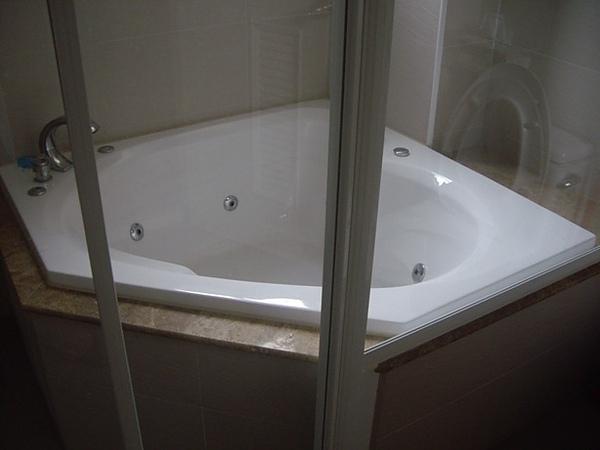 主臥按摩浴缸