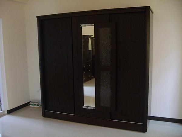 主臥室衣櫃