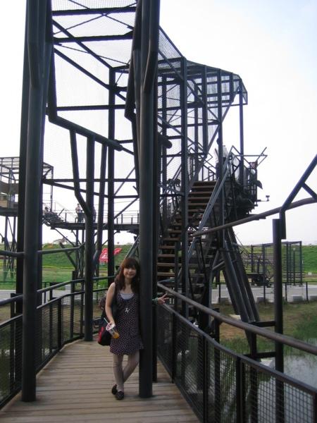 通往河堤的高架步道