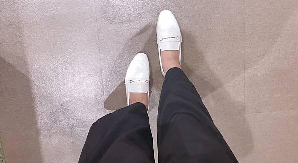 名品概念.質感馬銜釦平底樂福鞋