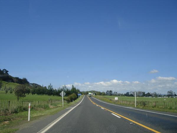 一路上經過許多鄉間田野