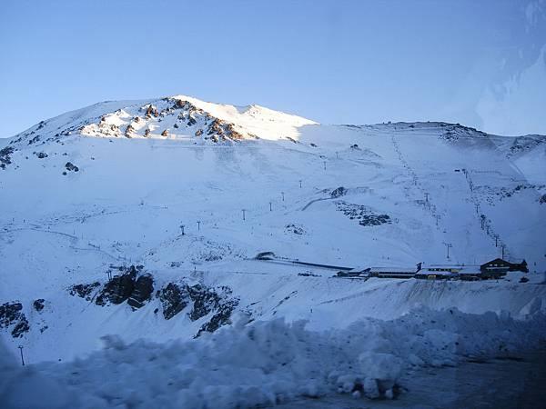 遠方的滑雪場