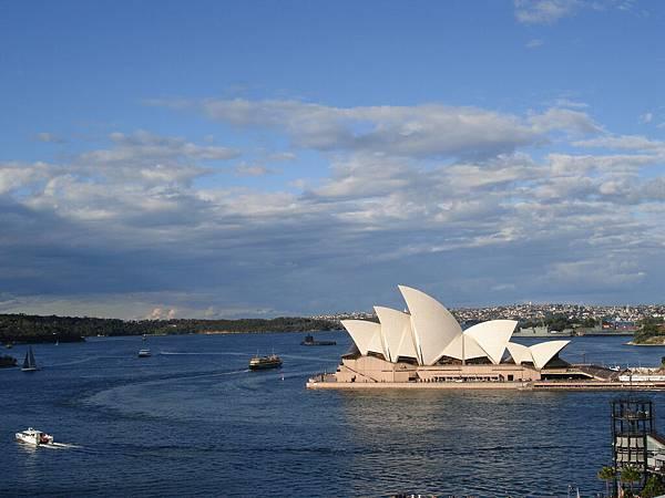 從大橋眺望歌劇院