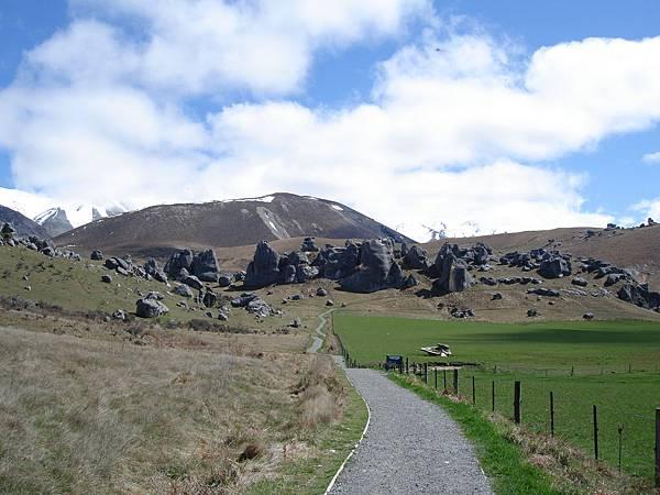 自然形成的巨大岩石