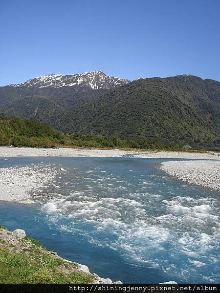 清透的河水