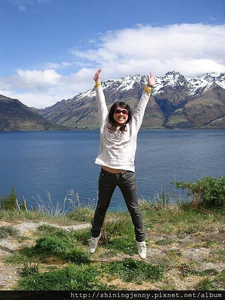 寧靜的山與湖、動感的李珍妮