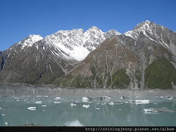 Tasman Glacier 尚有些浮冰