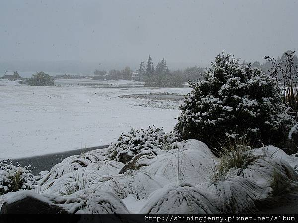 雪之中的Lake Tekapo