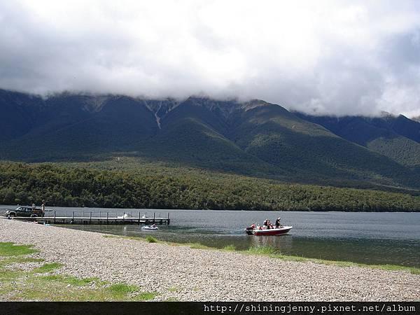 湖上可以自行來個水上活動