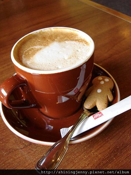 咖啡附上可愛薑餅人