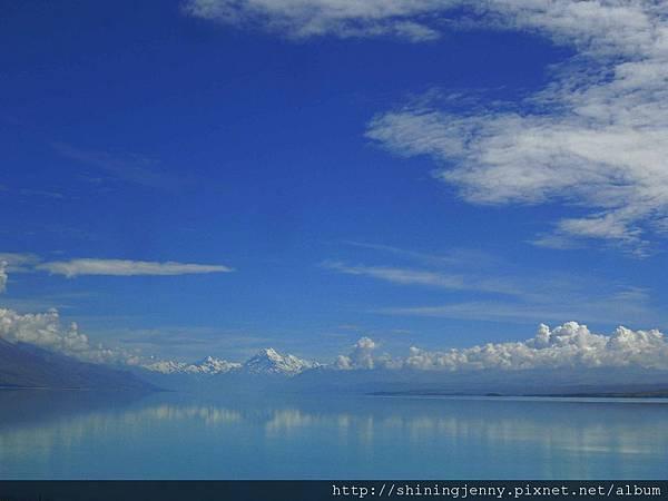 這天Lake Pukaki有Mt Cook的倒影!