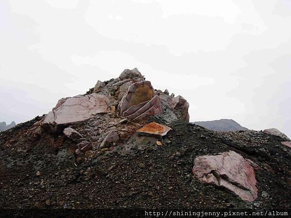 還有顏色豐富的火山結晶石