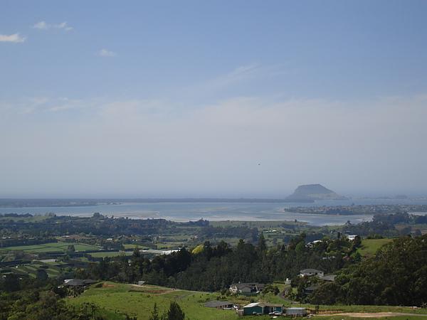 遠方的Mt Maunganui