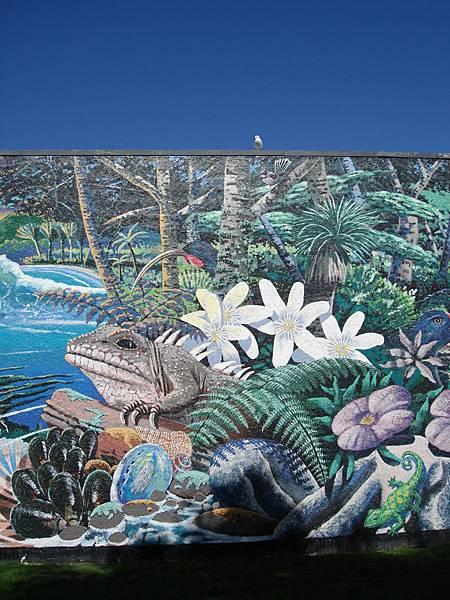 很喜歡這個壁畫,上面還有真的海鷗