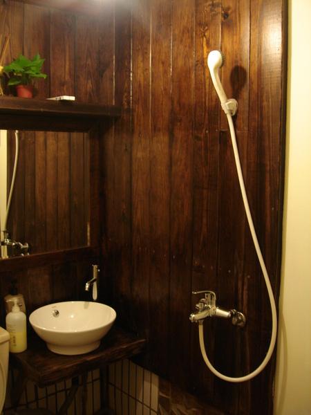 九份老舍民宿。秘密閣樓。浴室