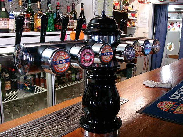 bar裡的啤酒水龍頭