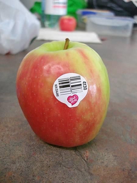 Pink Lady蘋果連貼紙都很情人節