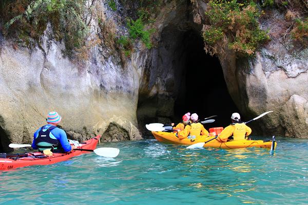 進入洞穴瞧一瞧順便練習倒退