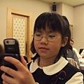 雅丞偷玩媽媽的手機