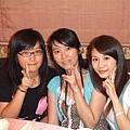 連家二姐妹與我.JPG