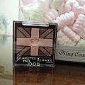 可愛的粉紅小眼影 有英國的國旗喔~
