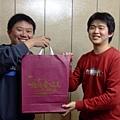 健健抽到小鼎的北海道戀人禮盒.jpg