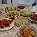 滿滿一桌菜 滿滿一桌人 真幸福.JPG