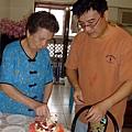 奶奶來切蛋糕~.JPG