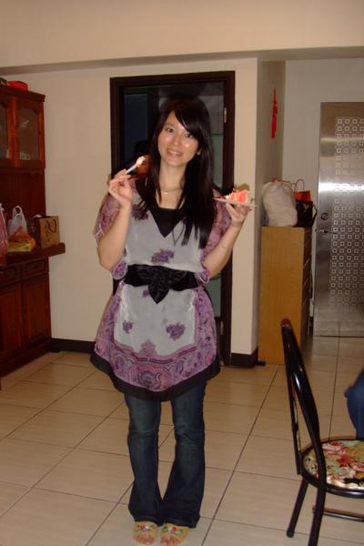 喜歡當天穿的這件紫色飄飄衣.JPG